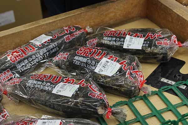 松山さん「うきはのれんこん。粘り気があって柔らかいから、煮物に入れると特においしい。これからの季節はお雑煮に入れるのに大人気なんです。」