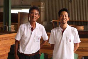 (左)34代目松尾章三郎さん (右)35代目松尾実さん