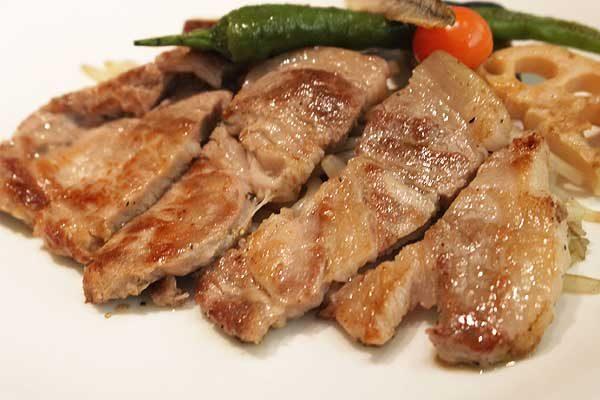 1,500円の「農園のランチコース」は、前菜・サラダ・スープ・メイン料理・パンorご飯・デザートプレート・ドリンクまでついています!