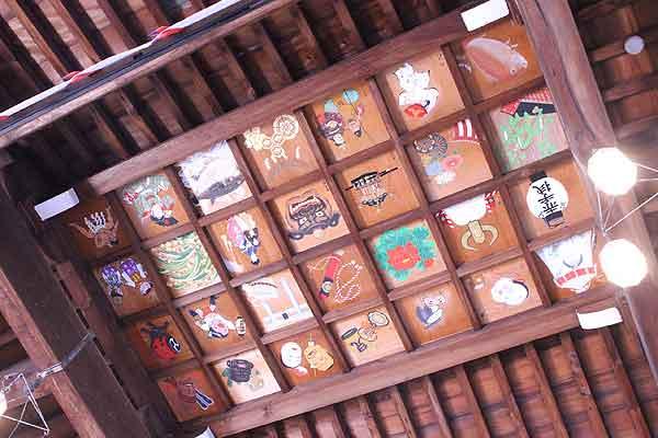 博多人形師さんの描く「拝殿天井絵」。探してみてくださいね♪