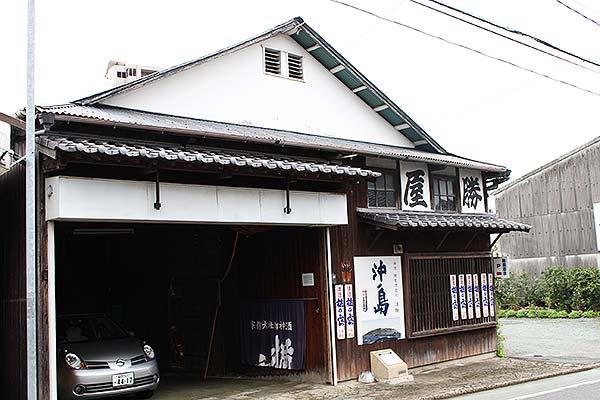 赤間館のお隣には、江戸時代から続く「勝屋酒造」さんが。