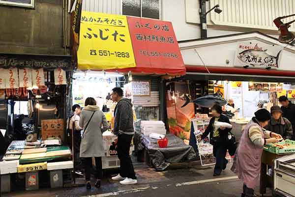 北九州の巨大市場「旦過市場」内に店舗があります。