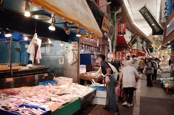 旦過市場の鮮魚店