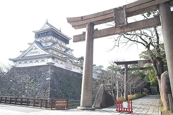 「小倉城」のすぐ隣なんです。
