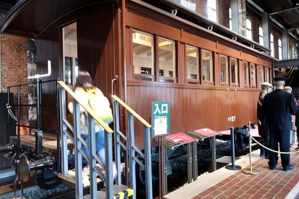 門司港レトロ-九州鉄道記念館の旧式客車展示