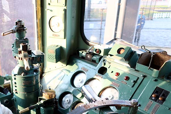 門司港レトロ-九州鉄道記念館展示電車運転席