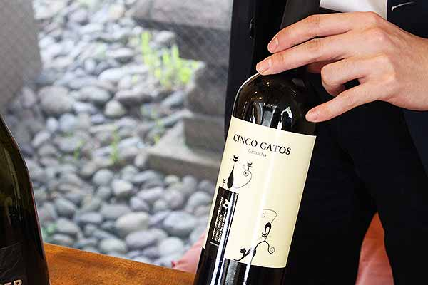 取材日も、ワインを選んでくださいました。