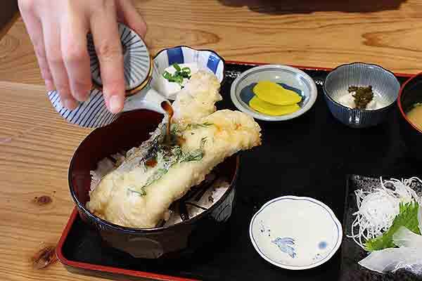 「鱧(はも)」丼」1,200円(税抜)