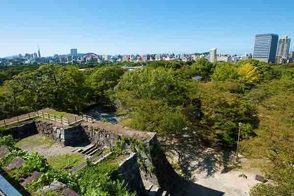 写真提供:福岡市/現在は「舞鶴公園」と「大濠公園」として公園化され、今でも城跡の一部が残っています。