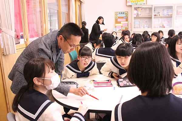 糸島市マーケティングモデル事業で博多女子高校の外部講師を務める㈱アジアン・マーケットの安武氏