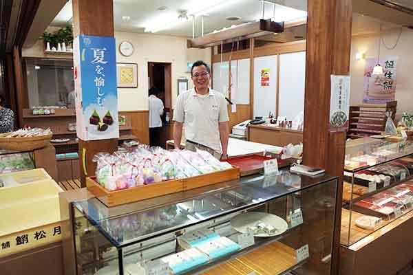 松尾さんは和菓子の「菓子舗 鮹松月」に行けばお会いできます!