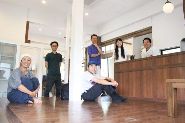 香春町地域おこし協力隊のみなさんと記者。