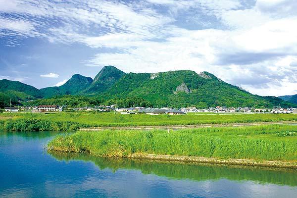 香春町のランドマーク香春岳