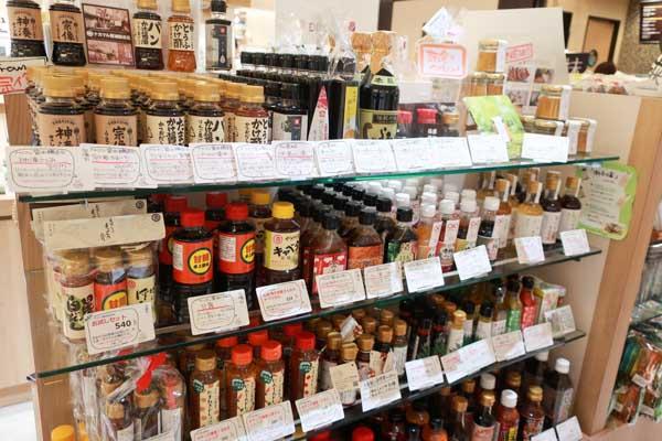 福岡土産にピッタリのお醤油や調味料類もこんなに豊富!