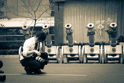 瑞慶山さんが上海で撮影している様子
