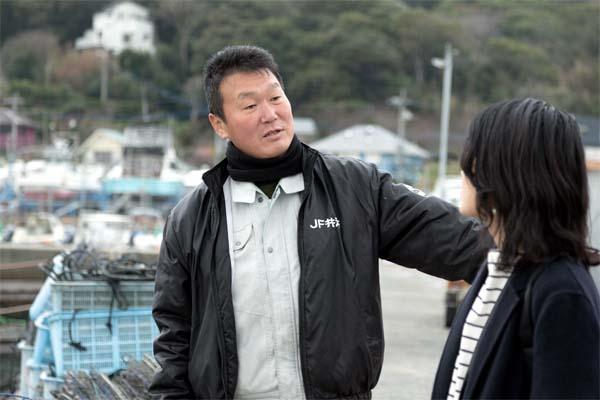 糸島漁協の鹿毛課長の案内