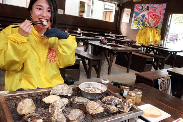 福岡・糸島牡蠣小屋を楽しんでます!