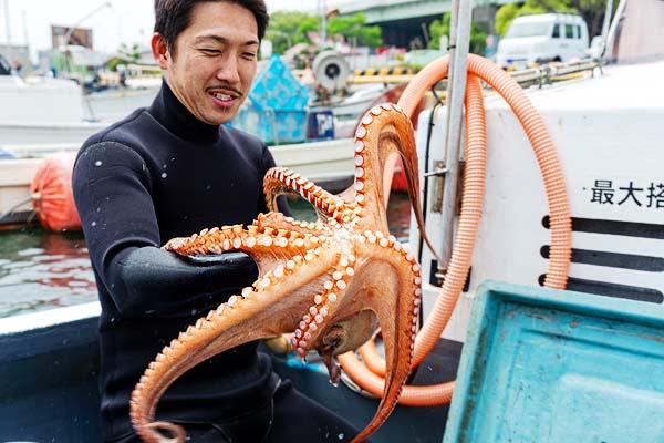 関門海峡たこ漁師・藤島賢太さん